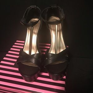 Yoki Black Wedges Celia-26. Size 10